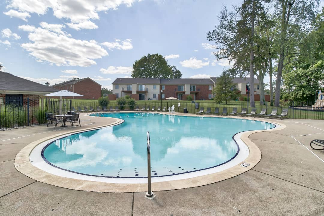 Charlestown Of Douglass Hills 407 Charlestown Ct Louisville Ky Apartments For Rent Rent Com