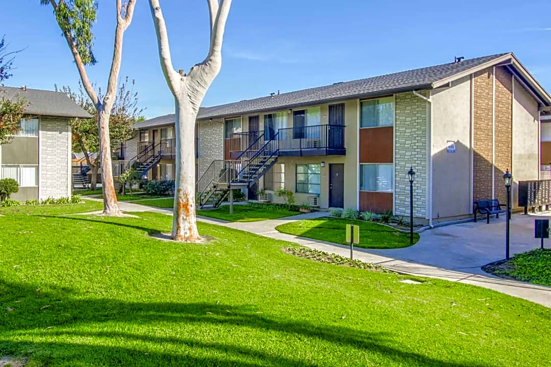 Peppertree Apartments 9091 Holder St Cypress Ca Apartments For Rent Rent Com