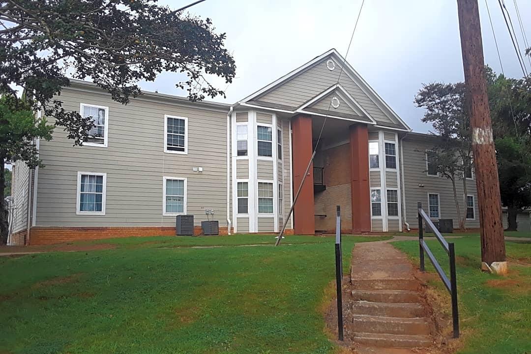 Highlands Of East Atlanta 2051 Flat Shoals Rd Se Atlanta Ga Apartments For Rent Rent Com