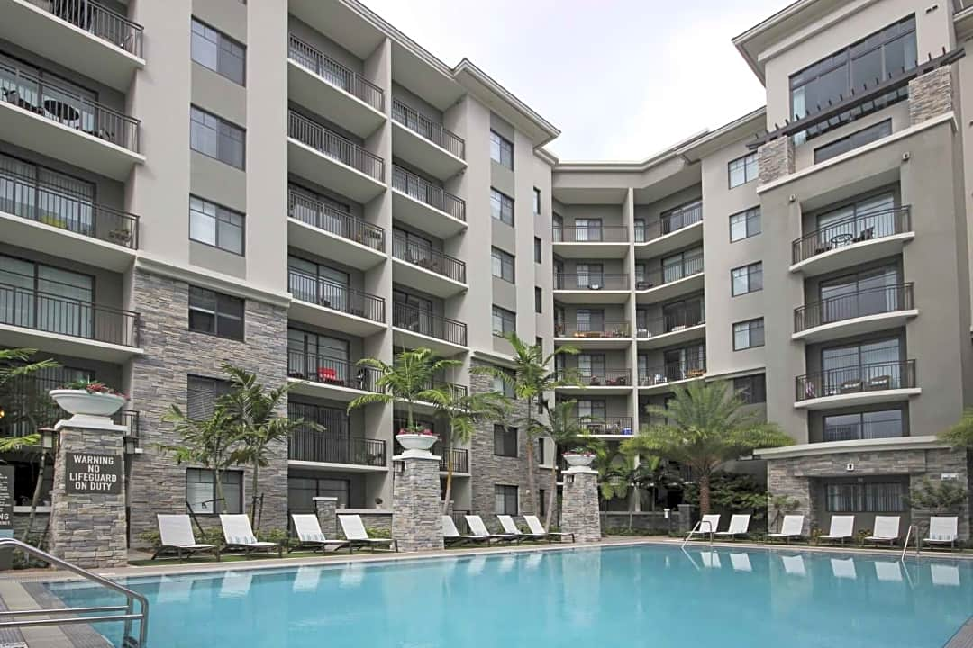 The Edge By Common 475 N Federal Hwy Fort Lauderdale Fl Apartments For Rent Rent Com
