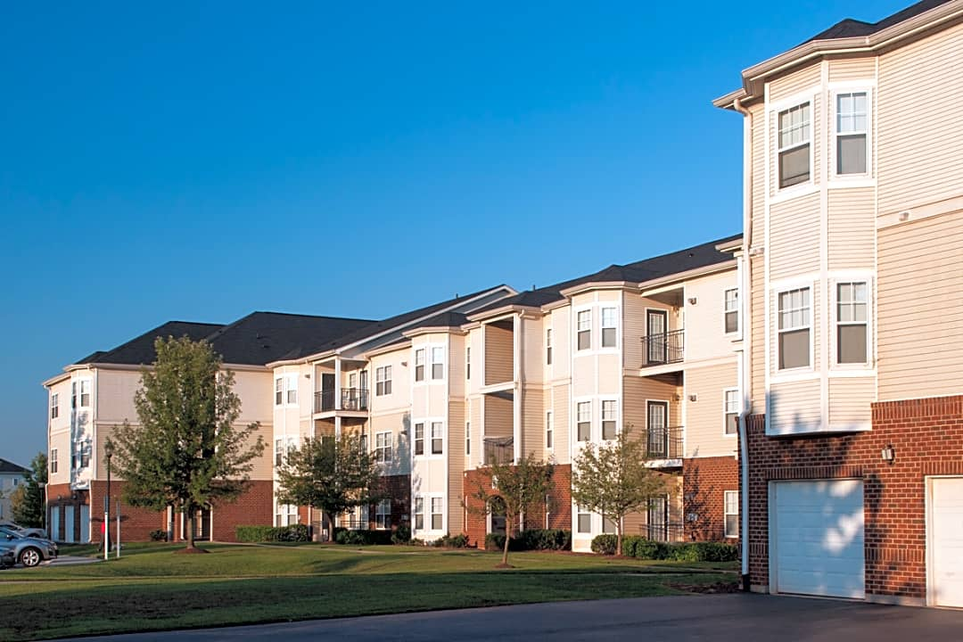 The Reserve At Town Center 20723 Reserve Falls Terrace Sterling Va Apartments For Rent Rent Com