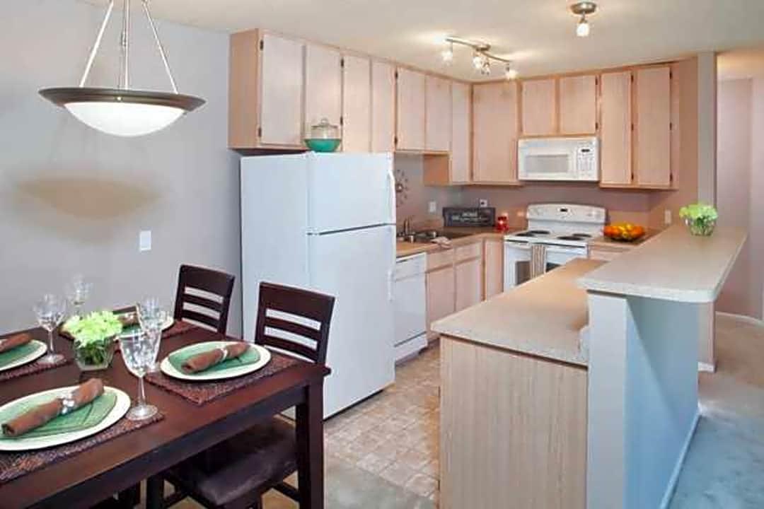 Crown Park By Broadmoor 7930 Elm Plz, Crown Furniture Omaha