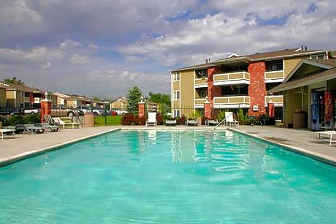 Fox Crossing 8350 East Yale Avenue Denver Co Apartments For Rent Rent Com