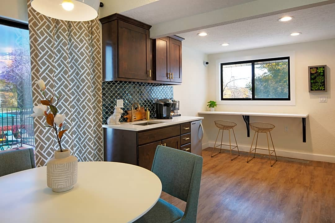 Clover Creek Apartments 530 W Murray Blvd Salt Lake City Ut Apartments For Rent Rent Com