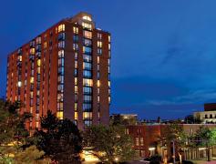 High-rise apartment community in Oak Park