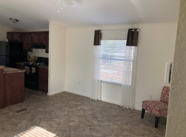 3 bedroom, 2 bath home available - Las Cruces