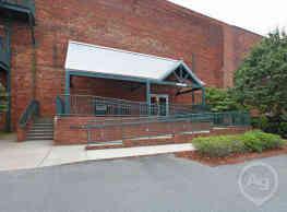 836 Oak Street Loft - Winston-Salem