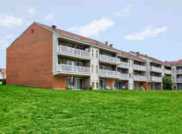 The Lake Shore Apartments - Ypsilanti