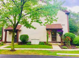 Walnut Woods Condominiums - Toledo