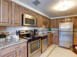 The Hamptons Luxury Apartments - Beachwood