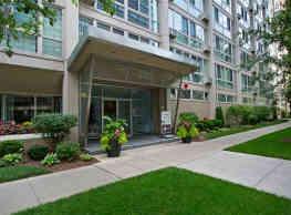 The Van Der Rohe Apartments - Chicago