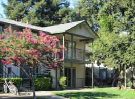 Redwood Cove Apartments - Chico