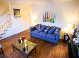 Colonial Townhouse Apartments - Durham