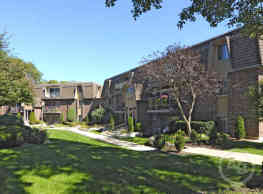 Burnwood Apartments - Lombard