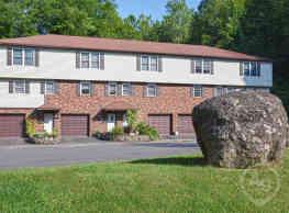Totoket Woods Condominiums - Northford
