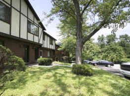 Center Grove Apartments - North Versailles