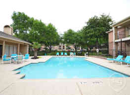 Village Green Apartments - San Marcos
