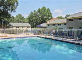 Country Club Apartments - Williamsburg