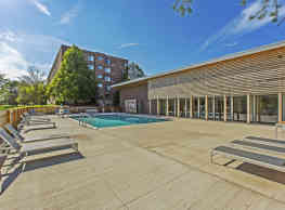 Willow Crossing Apartments - Elk Grove Village