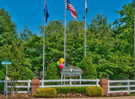 Riverwoods Apartments and Townhomes - Woodbridge