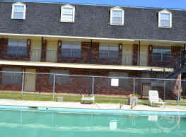 Carriage House Apartments - New Orleans