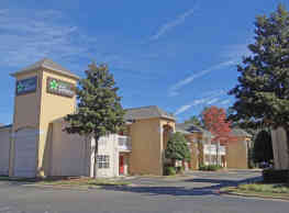 Furnished Studio - Raleigh - Research Triangle Park - Hwy. 55 - Durham
