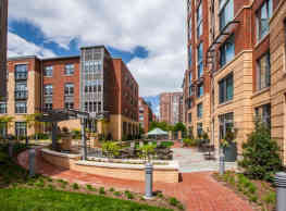 Post Carlyle Square - Alexandria