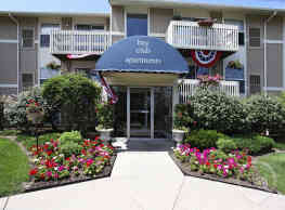 Bay Club Apartments - Willowick