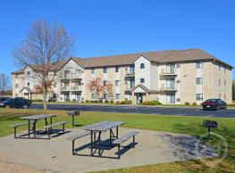 Deer Park Apartments - Hutchinson