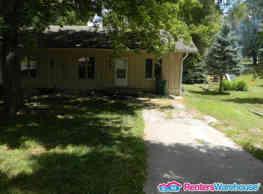 Large 3 Bed 2 Bath Duplex near Merle Hay!! - Des Moines
