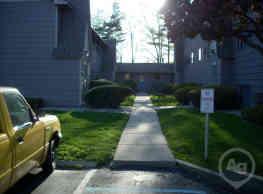 Oakwood Apartments - East Lansing