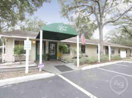 Grand Oaks Apartment Homes - Riverview