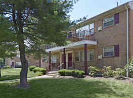 Crossroads Gardens Apartments - Woodbridge