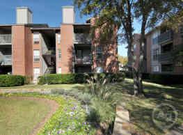 Lincoln Crossing Apartments - Dallas