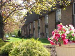 Kent Village Apartments - Kent