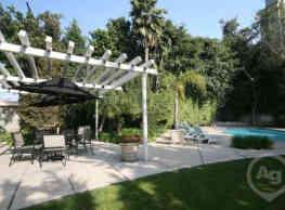 Mid-Wilshire Apartments - Los Angeles