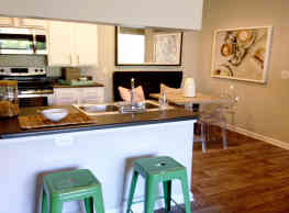 Thornhill Apartments - Raleigh