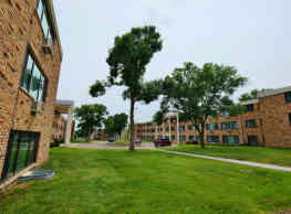 Aquila Park Apartments - Saint Louis Park