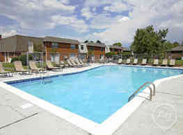 Southern Pines Apartments - Gulfport