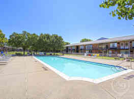 Cambridge House Apartments - Sterling Heights