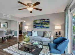 Lakeside Central Apartments - Brandon