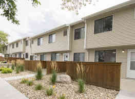 College Square Apartments - Cedar Falls