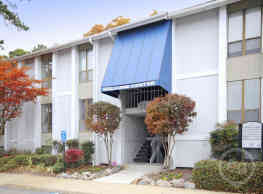 Chapel Lake Apartments - Virginia Beach
