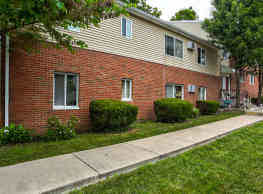 The Creekside Manor Apartments - Le Roy