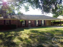 This 4 and 2 bath home has 1500 square feet of liv - Memphis