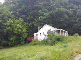 Shabby Chic Cottage overlooking sunny meadow - Cobleskill