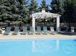 Legend Park Apartments - Schaumburg