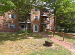 Pinewood Village Apartments - Concord