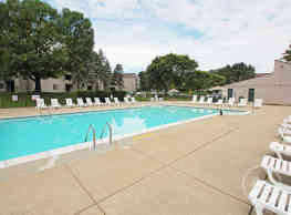 Pine Hill Apartments - Howell