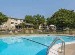 Medicine Lake Apartments - Plymouth